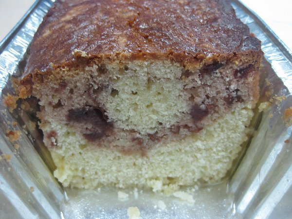 עוגת שקדים וקונפיטורת דובדבנים - קלוזאפ