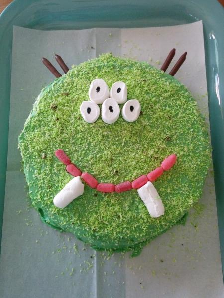 עוגת יום הולדת בצורת מפלצת Monster Birthday Cake