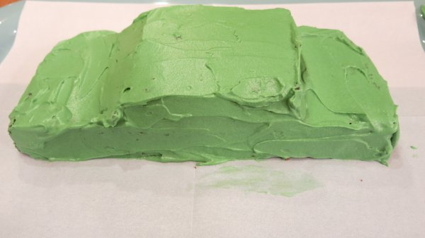 עוגת יום הולדת בצורת מכונית - שלב 6