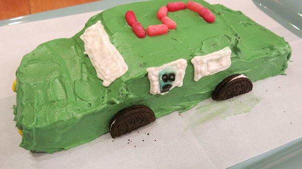 עוגת יום הולדת בצורת מכונית
