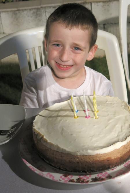 עוגת גבינה-שוקולד-תות