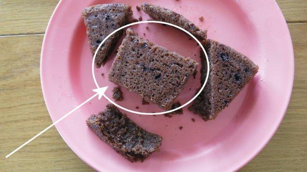 עוגת יום הולדת בצורת המספר 5 - שלב רביעי