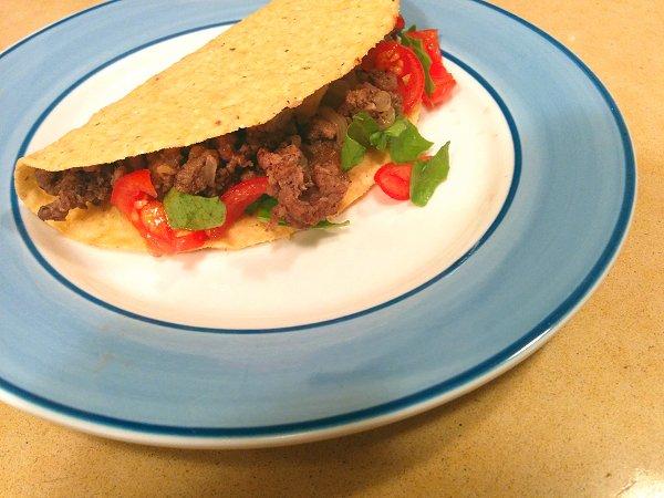 טאקו מקסיקני עם בשר טחון