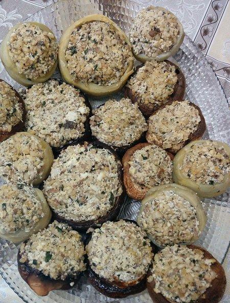 תחתיות ארטישוק ופטריות ממולאות בטופו, פטריות ואורז מלא