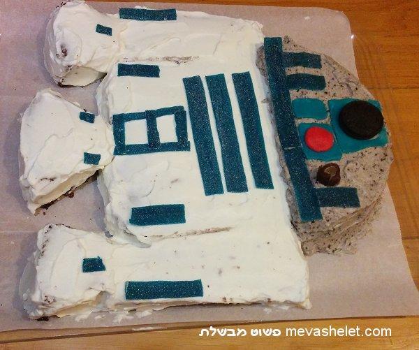 עוגת יום הולדת בצורת R2D2 מהסרט Star Wars (מלחמת הכוכבים) R2D2 Birthday Cake